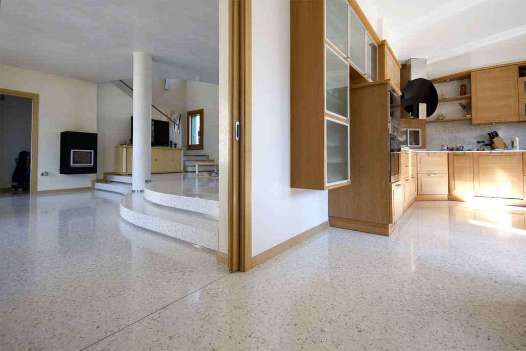 Pavimenti alla veneziana moderni per ambientazioni di design for Ambientazioni case moderne